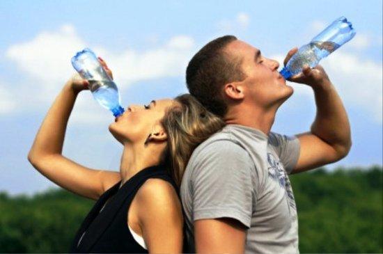 Beber agua en la actividad física